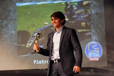Neto-de-Emerson-Fittipaldi-Pietro-ganhou-o-Capacete-de-Ouro-Internacional-400x267