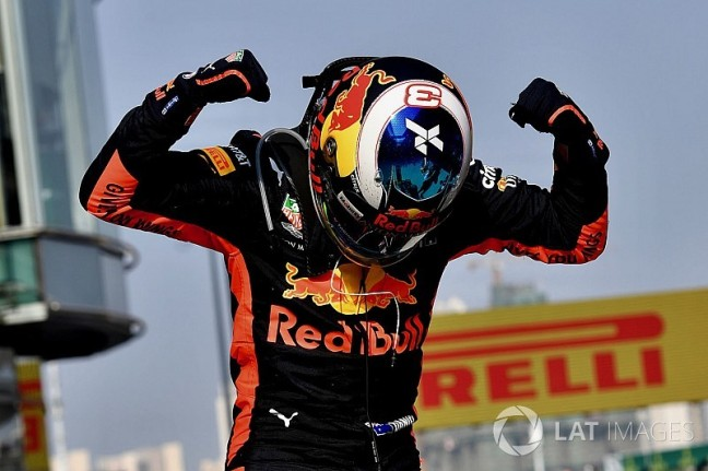 f1-chinese-gp-2018-race-winner-daniel-ricciardo-red-bull-racing-celebrates-in-parc-ferme-8148307
