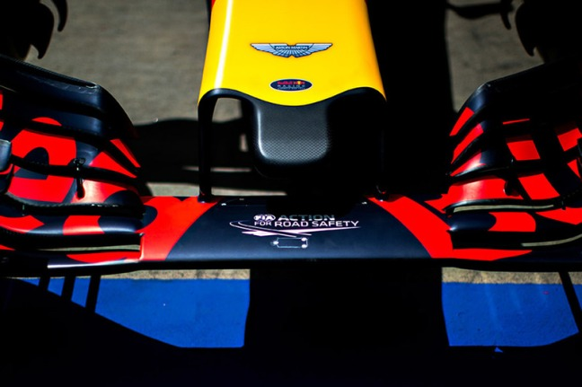 f1-abu-dhabi-gp-2016-aston-martin-logo-on-the-red-bull-racing-rb12-nosecone